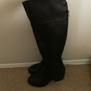 Plastic leather high heeled boot